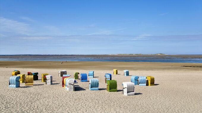 Föhr Insel, DE - Strandkörbe an der Nordsee