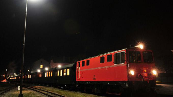 © NÖVOG / Knipserl / Waldviertelbahn, NÖ - Nostalgiezug bei Nacht / Zum Vergrößern auf das Bild klicken