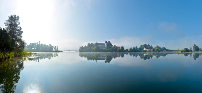 © Jo Graetz / Fotolia / Chiemsee, Bayern - Fraueninsel / Zum Vergrößern auf das Bild klicken