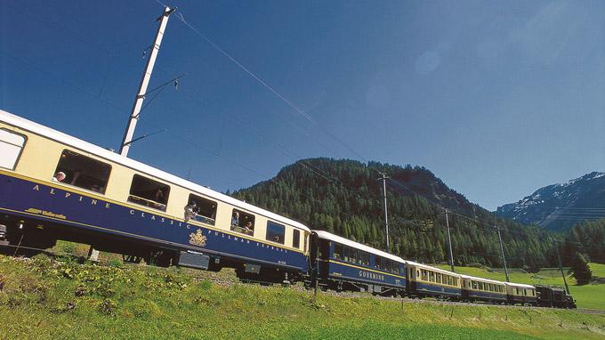 © RhB / Peter Donatsch / Glacier Pullman Express / Zum Vergrößern auf das Bild klicken