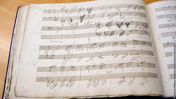 © Beethoven Jubiläums Gesellschaft gGmbH/Michael Sondermann / Handschrift Beethoven / Zum Vergrößern auf das Bild klicken