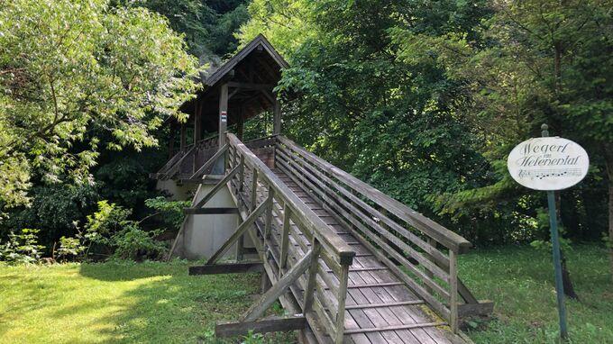Krainerhütte, Helenental - Brücke zum Wegerl im Helenental