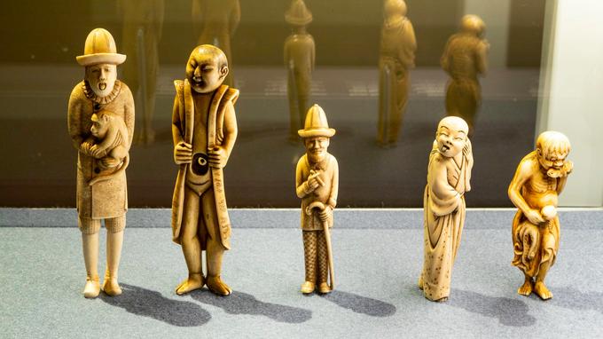 © wulz.cc / Jüdisches Museum, Wien - Ausstellung Die Ephrussis_geschnitzte Figur / Zum Vergrößern auf das Bild klicken