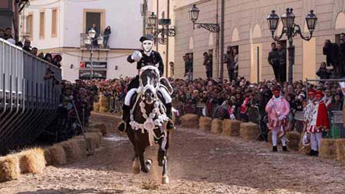 © Sardegnaturismo / Sardinien - Karneval / Zum Vergrößern auf das Bild klicken