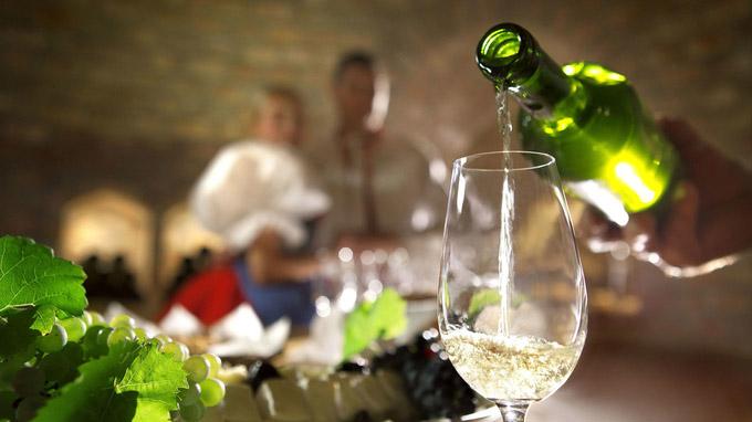© czechtourism.com / Tschechien - Weinverkostung / Zum Vergrößern auf das Bild klicken