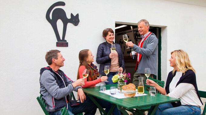 © Semrad / Poysdorf, Weinviertel - Offener Keller / Zum Vergrößern auf das Bild klicken