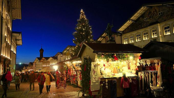 © Tourist Information Bad Tölz / Bad Tölz, Bayern - Romantik pur am Christkindlmarkt / Zum Vergrößern auf das Bild klicken