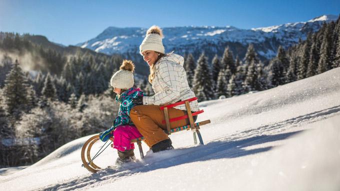 © SalzburgerLand Tourismus / Salzburg - Schlittenfahren im Schnee / Zum Vergrößern auf das Bild klicken