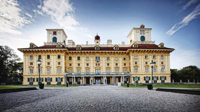 © Schloss Esterházy / Roland Wimmer / Eisenstadt - Schloss Esterhazy / Zum Vergrößern auf das Bild klicken