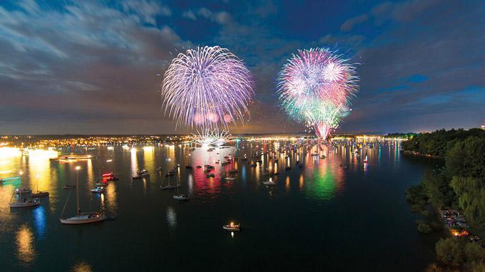 © IBT Achim Mende / Konstanz, Bodensee - Seenachtfest_Feuerwerk / Zum Vergrößern auf das Bild klicken