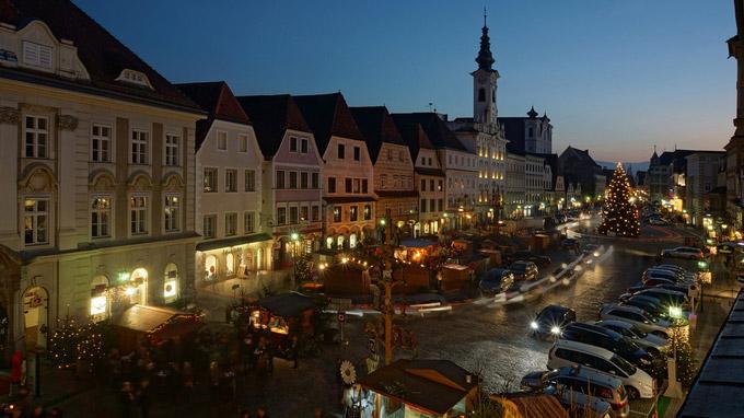 © Martin Spannring / Steyr, OÖ - Stimmungsvoller Stadtplatz / Zum Vergrößern auf das Bild klicken