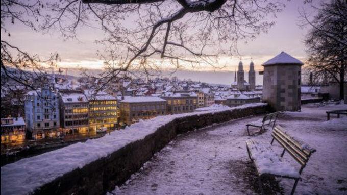 Zürich, CH - Winter Lindenhof