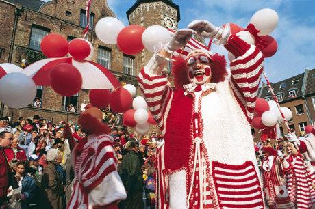 Foto © Düsseldorf Marketing & Tourismus GmbH, Fotograf U. Otte / Karnevalsumzug in Düsseldorf, Deutschland