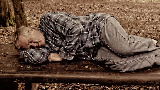 © pixabay.com / Schlafender Mann / Zum Vergrößern auf das Bild klicken