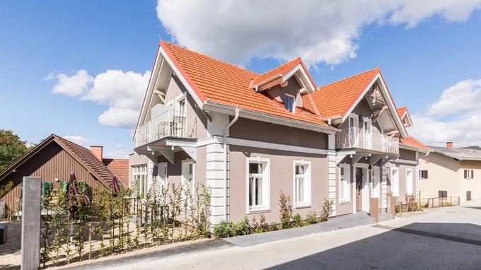 © Lukas Kirchgasser / Steira Wirt, Trautmannsdorf - Villa Rosa_Außenansicht / Zum Vergrößern auf das Bild klicken