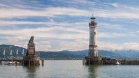 © pixabay com / Lindau, Bodensee - Hafeneinfahrt / Zum Vergrößern auf das Bild klicken