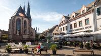 © Rheinland-Pfalz Tourismus GmbH / Dominik Ketz / Deidesheim, Rheinland-Pfalz - Stadtplatz / Zum Vergrößern auf das Bild klicken