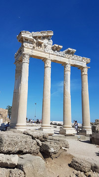 © Charles E. Ritterband / Side, Türkei - Römischer Tempel / Zum Vergrößern auf das Bild klicken