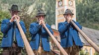 © Gasteinertal Tourismus GmbH / Creatina / Bad Hofgastein, Salzburg - Bauernherbst_Alphornbläser / Zum Vergrößern auf das Bild klicken
