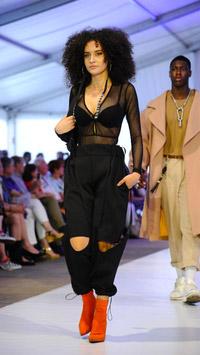 © Stefanie Starz / Modeschule Hetzendorf, Wien - Bekleidung / Zum Vergrößern auf das Bild klicken