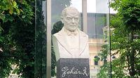© Edith Spitzer, Wien / Bad Ischl, Salzkammergut - Lehar-Statue / Zum Vergrößern auf das Bild klicken