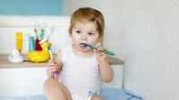 © Irina Schmidt / Kleinkind beim Zähneputzen / Zum Vergrößern auf das Bild klicken