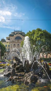 © Miroslav Vacula / Kosice, Slowakei - Nationaltheater und Fontane / Zum Vergrößern auf das Bild klicken