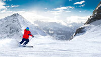 ©gevisions - stock.adobe.com / Man skiing on the prepared slope with fresh new powder snow in Alps