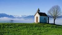 © Simon Bauer / Riegsee, Bayern - Mesnerhauskapelle_Meditationsweg / Zum Vergrößern auf das Bild klicken