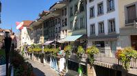 © Edith Spitzer, Wien / Thun, CH - Altstadt mit markantenGehsteigen / Zum Vergrößern auf das Bild klicken