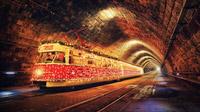 © slovakia.travel / Bratislava, Slowakei - Weihnachtsstraßenbahn / Zum Vergrößern auf das Bild klicken