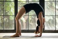 © Fizkes / Yoga Brücke / Zum Vergrößern auf das Bild klicken