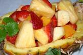 Obstsalat auf Ananas