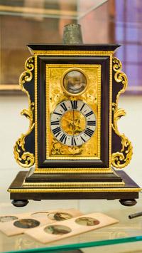 © Esterhazy / Cornelia Gobauer / Metropolitan Museum, Wien - Internationale Ausstellung_Nachtlichtuhr / Zum Vergrößern auf das Bild klicken