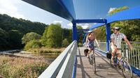 Rheinland-Pfalz, DE - Radfahrer auf dem Nahe-Radweg