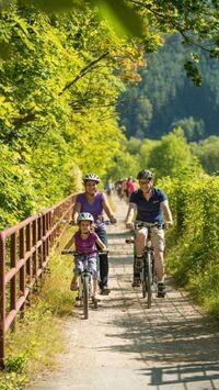Rheinland Pfalz, DE - Ahr-Radweg Familie