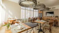 © Lukas Kirchgasser / Steira Wirt, Trautmannsdorf - Villa Rosa_Salon / Zum Vergrößern auf das Bild klicken